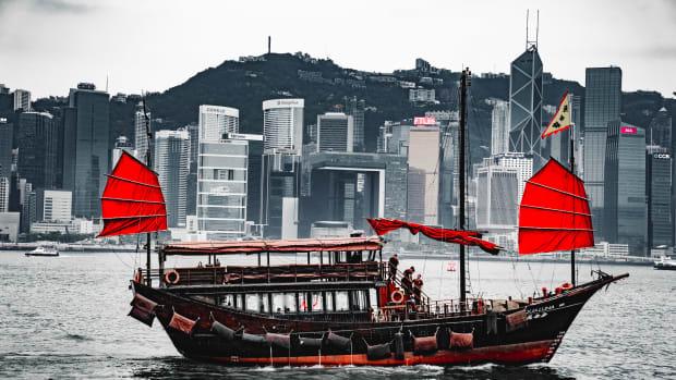 Hong Kong red-and-black-boat-2861883