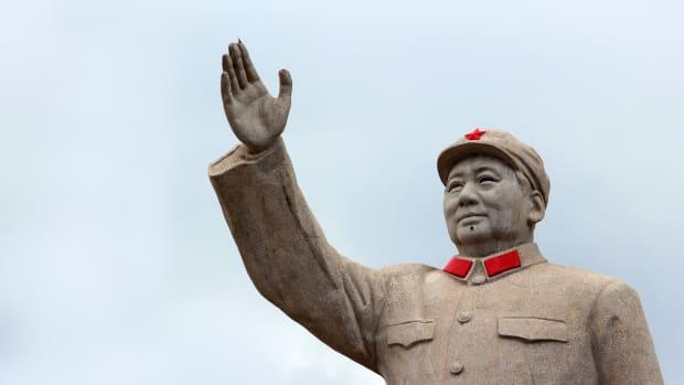 Mao w Hand RaisedStock-641045406