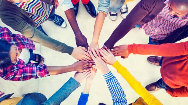 Togetherness hands_60119811_ds
