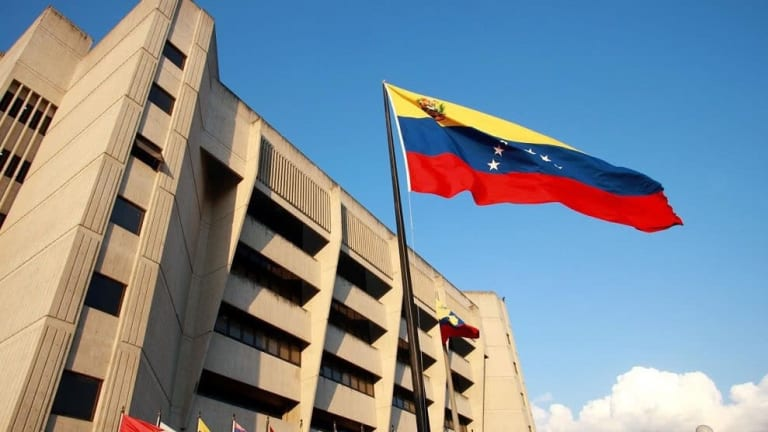 Venezuela: Magistrado corrupto acusa a magistrado desertor de acoso sexual