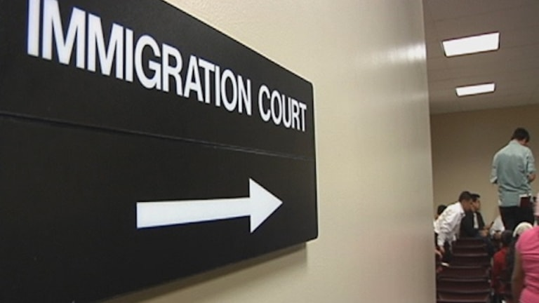 US Government Shutdown Closes Immigration Courts, Adding to 800,000+ Backlog