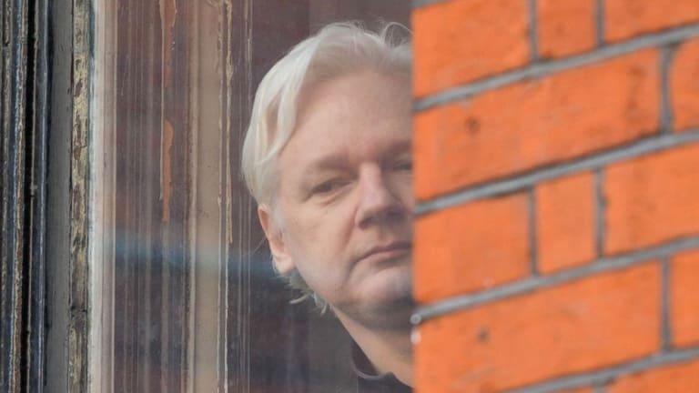 Ecuador dejó a Julian Assange sin calefacción y cama en su Embajada en Londres