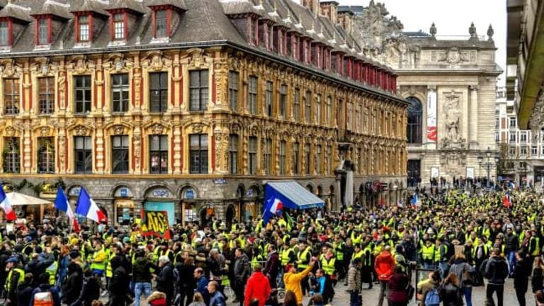 Yellow Vest Protestors Ramp Up The Pressure, They're Withdrawing Euros