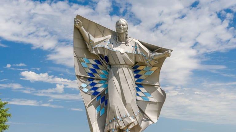 'Dignity' Sculpture adorns the South Dakota skyline since 2016