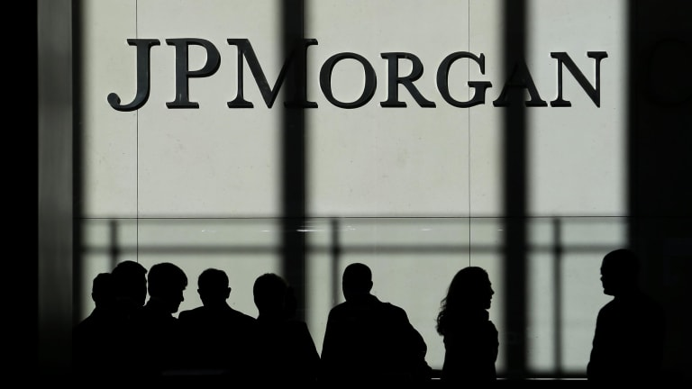 JPMorgan Chase records the biggest profit of any bank in US history