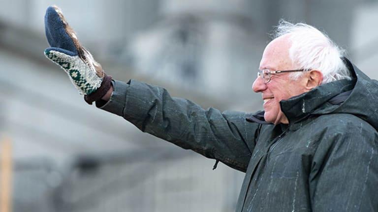 Corporate Dem Establishment Panicking At Bernie Sanders' Momentum