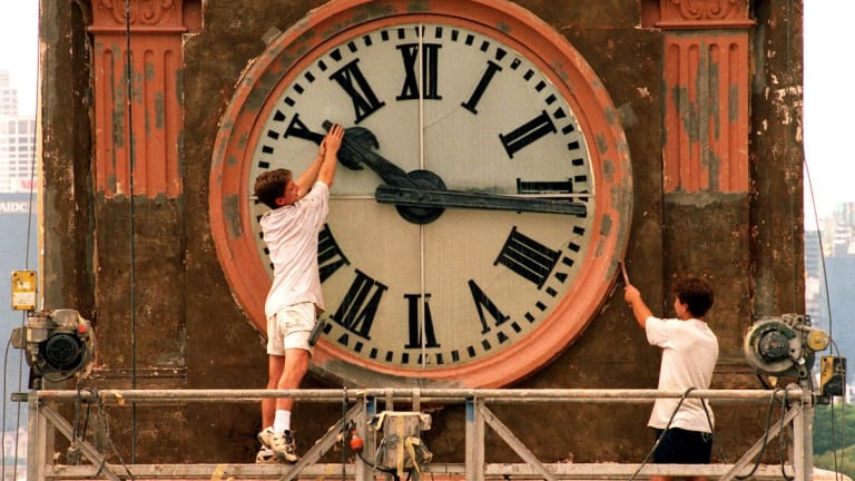Neurologists: Daylight Savings Time Is Unhealthy, End It